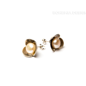 Bowpearl earrings with pearls