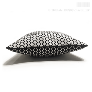 Cushion Black&White Cubist